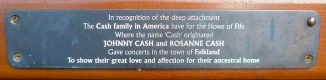 800px-Cash_bench_plaque,_Falkland,_Fife